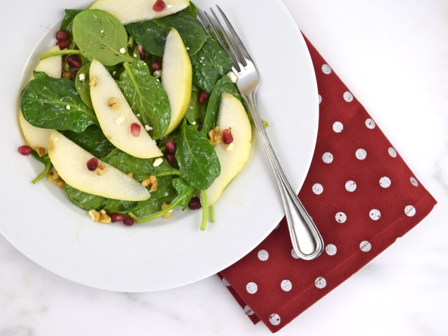 Spinach, Pear & Pomegranate Salad
